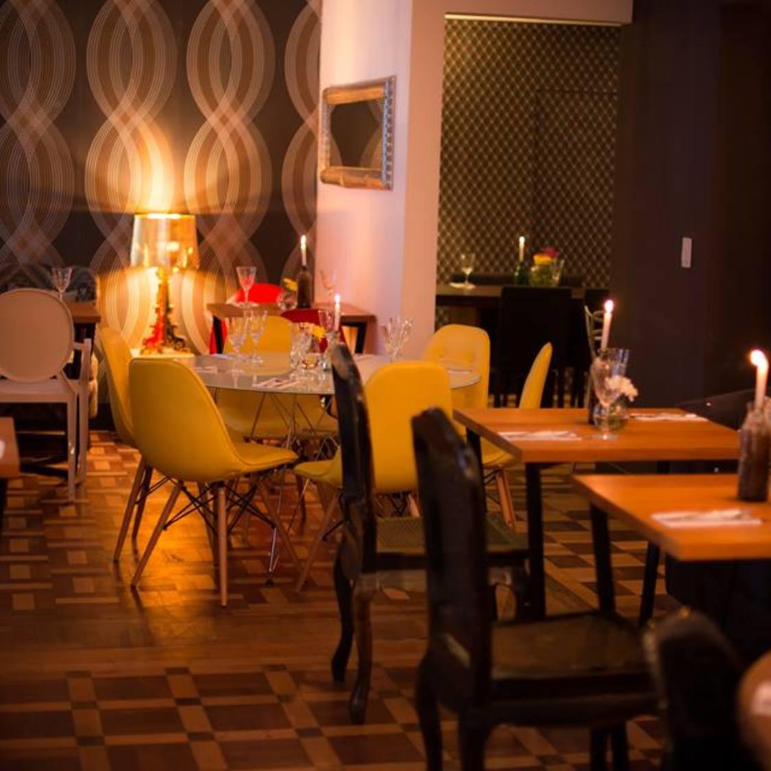103 Retro Lounge
